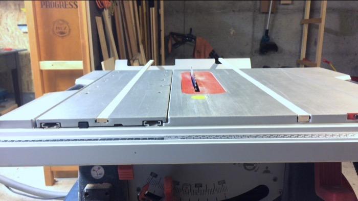 einen querschnitt schlitten cross cut sled f r die bosch gts 10 xc tischkreiss ge bauen. Black Bedroom Furniture Sets. Home Design Ideas