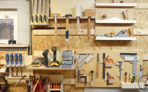 Werkzeugwand mit Werkzeughalterungen